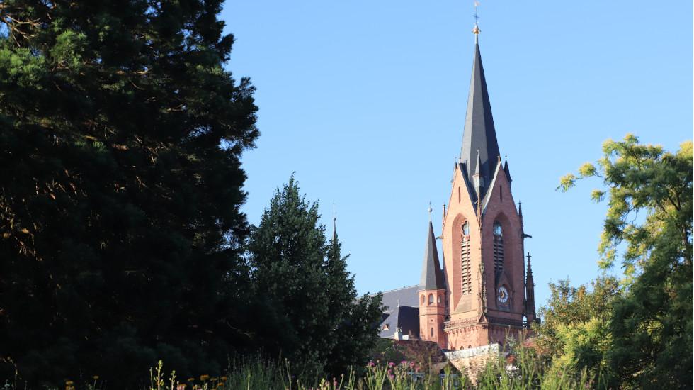 Blick auf kath. Kirche St. Josef